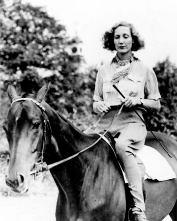 beryl-markham-on-horse